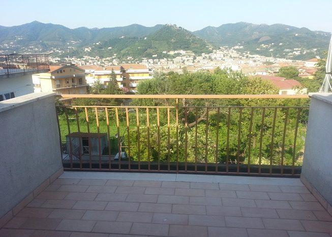 immobiliare-cava-de-tirreni-vende-appartamento-duplex-palazzina-semindipendente-due-livelli-con-giardino-privato