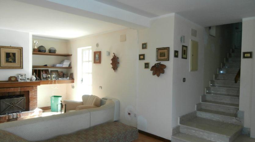 immobiliare-cava-de-tirreni-villa-indipendente-con-terrazzo-giardino-per-due-famiglie