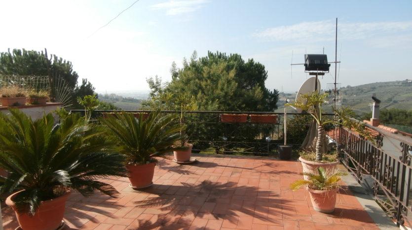 immobiliare-cava-de-tirreni-appartamento-terrazzo-giardino-ulivveto-terreno