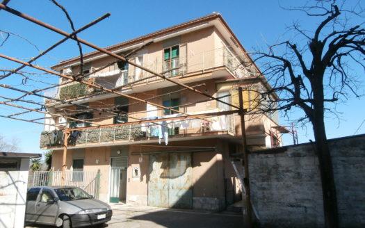 immobiliare-cava-de-tirreni-appartamento-piccolo-da-ristrutturare-con-sottotetto-posto-auto